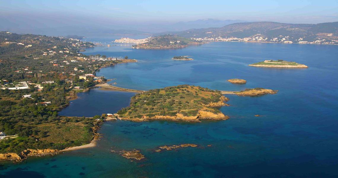 Island with a surface of 60,000 sqm