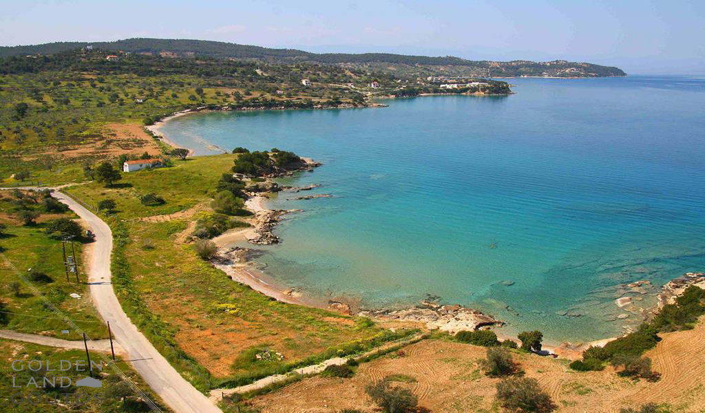 Seafront plot of land 8,000 sqm