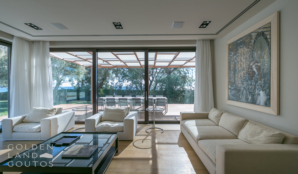 Seafront Villa in Lagonisi near Athens