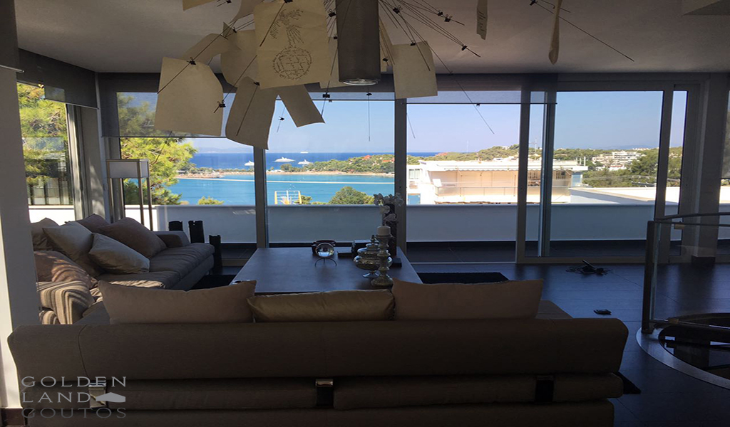 Renovated furnished apartment in Vouliagmeni