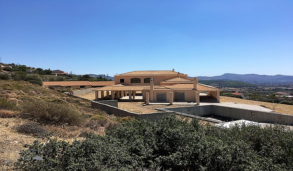 Unique Villa on a large plot in Lagonisi