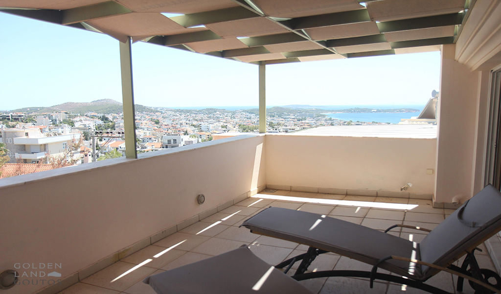 Maisonette with sea view in Voula