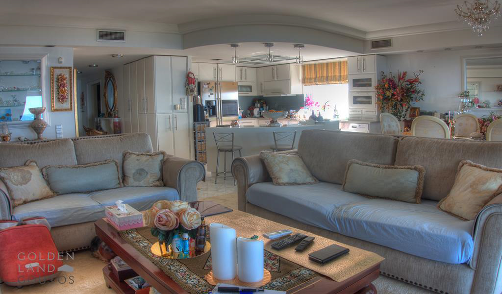Penthouse Maisonette in Kavouri