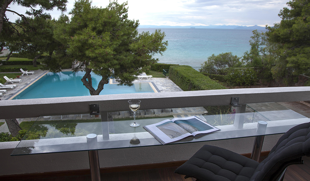 Seafront apartment of 100 sq.m. in Kavouri