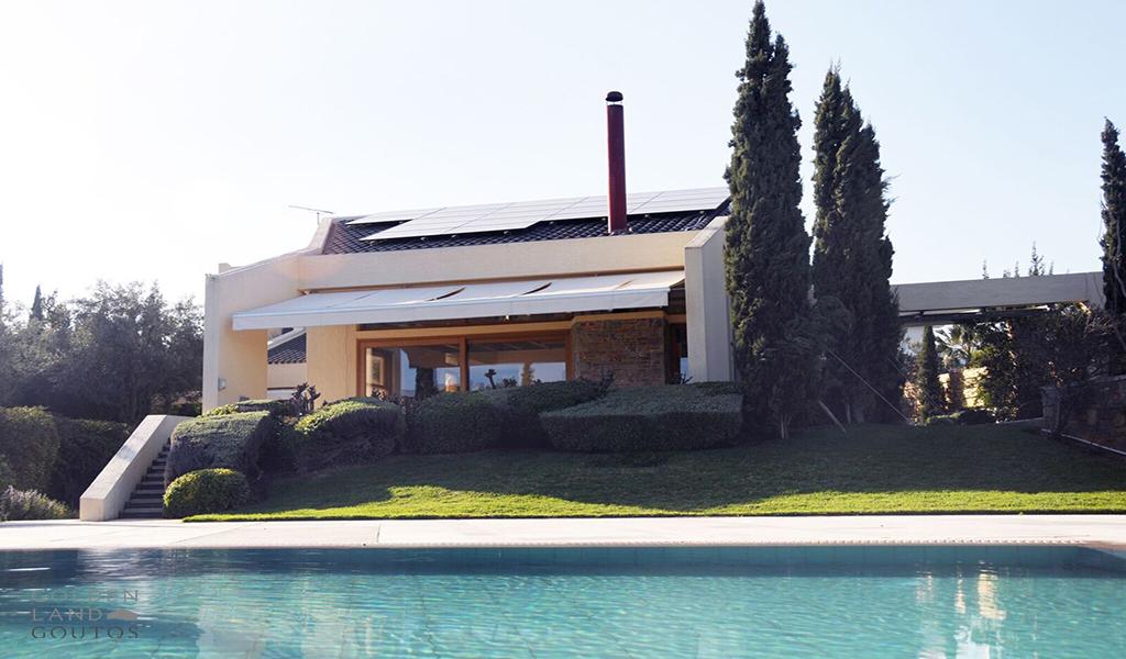 Unique Villa in a great plot in Varkiza