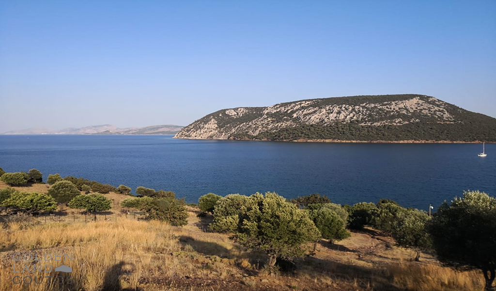 Seafront plot of land of 4,000 sqm