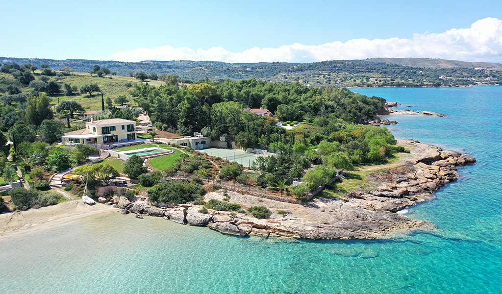 Beachfront Villa Aria