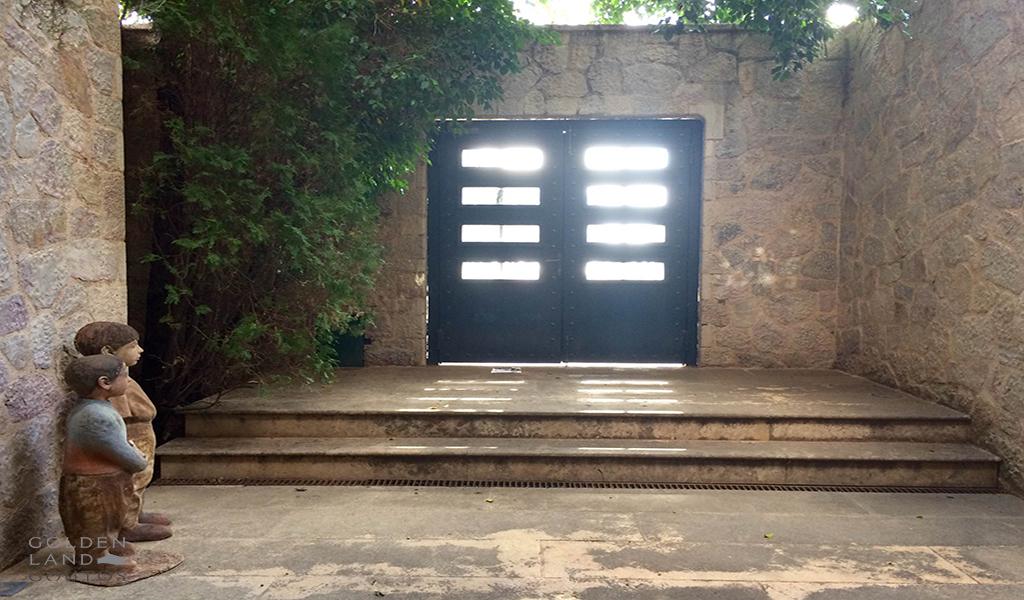 Unique private house in Pani