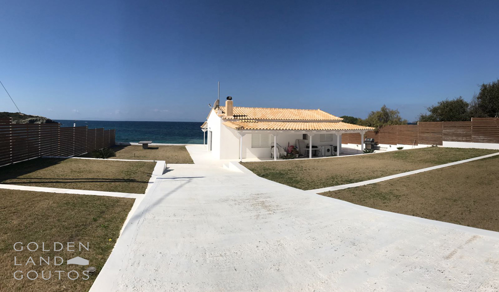 Exquisite property on the beach in Saronida