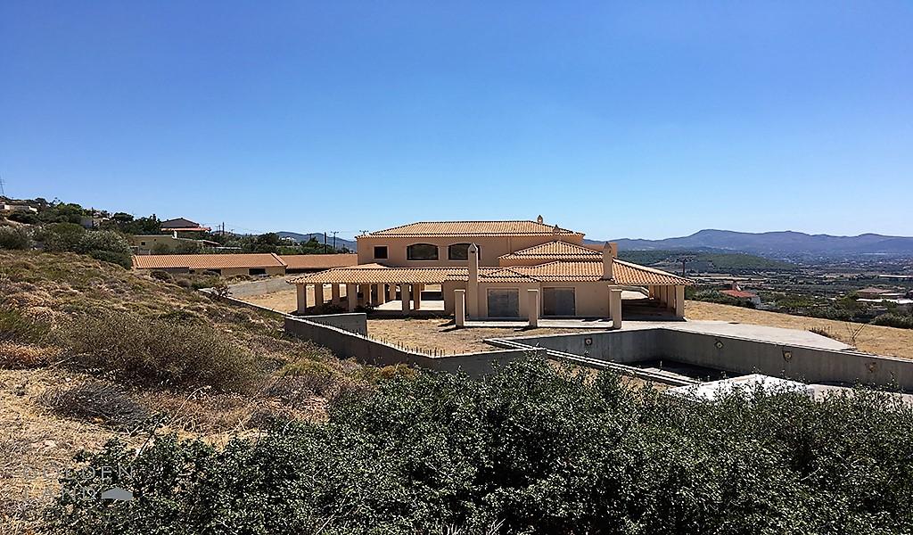 Unique Villa on a large plot in Lagonisi