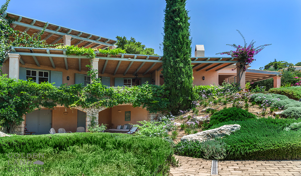 Villa Bordeaux Mirto with Mediterranean style
