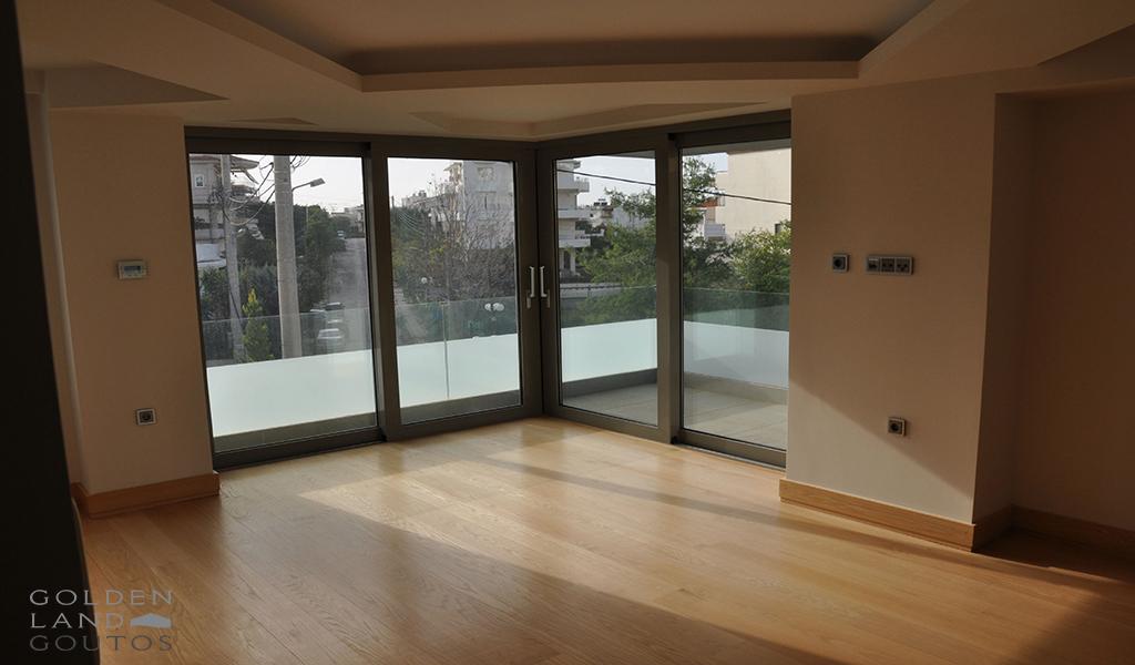 Μinimal Ground Floor Maisonette in Voula