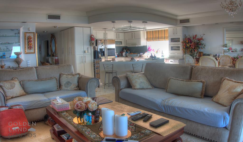 Penthouse Maisonette in Kavouri