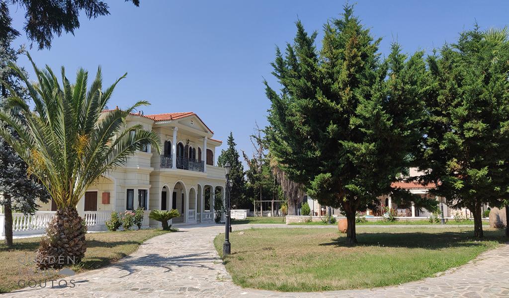 Imposing Luxurious Villa