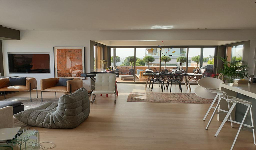 Seaside Luxurious Residence in Glyfada