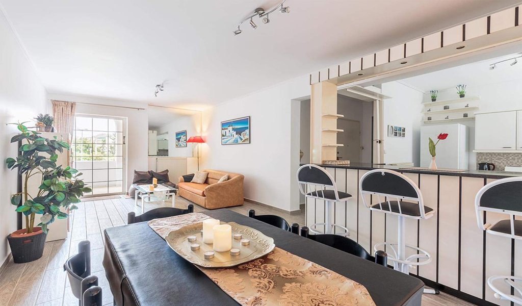 Beautiful Bright Apartment in Voula