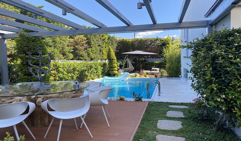 Modern Private House with pool in Glyfada