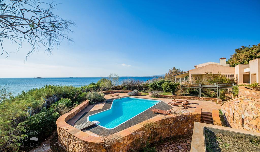 Imposing Seafront Villa in Anavisso