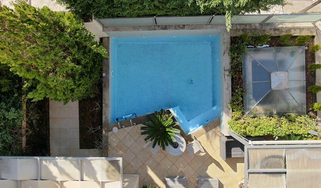 Private House with pool in Voula