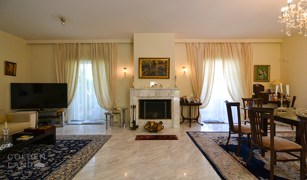 Charming Independent Maisonette in Vouliagmeni