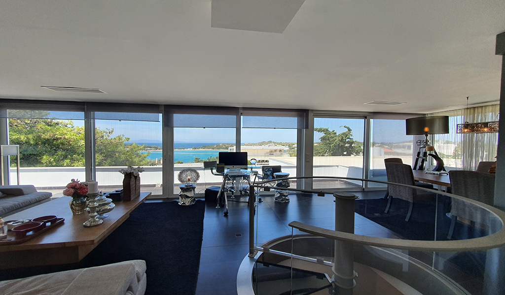 Renovated Seaview Penthouse Maisonette in Vouliagmeni