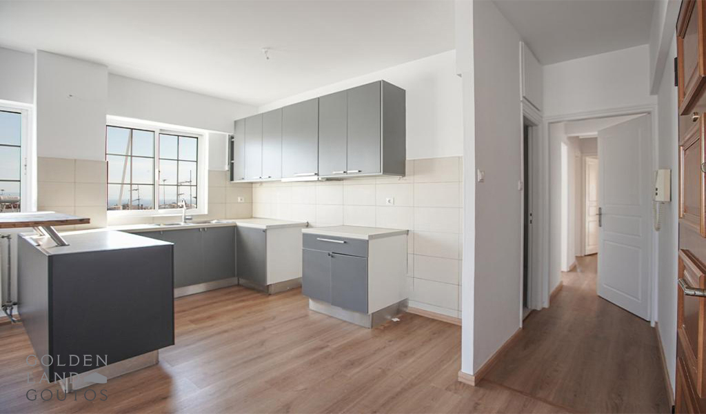 Bright Airy Apartment in Glyfada